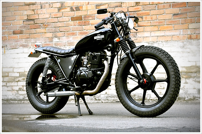"Rene9ade Customs' Kawasaki Z250 ""The Redback"""