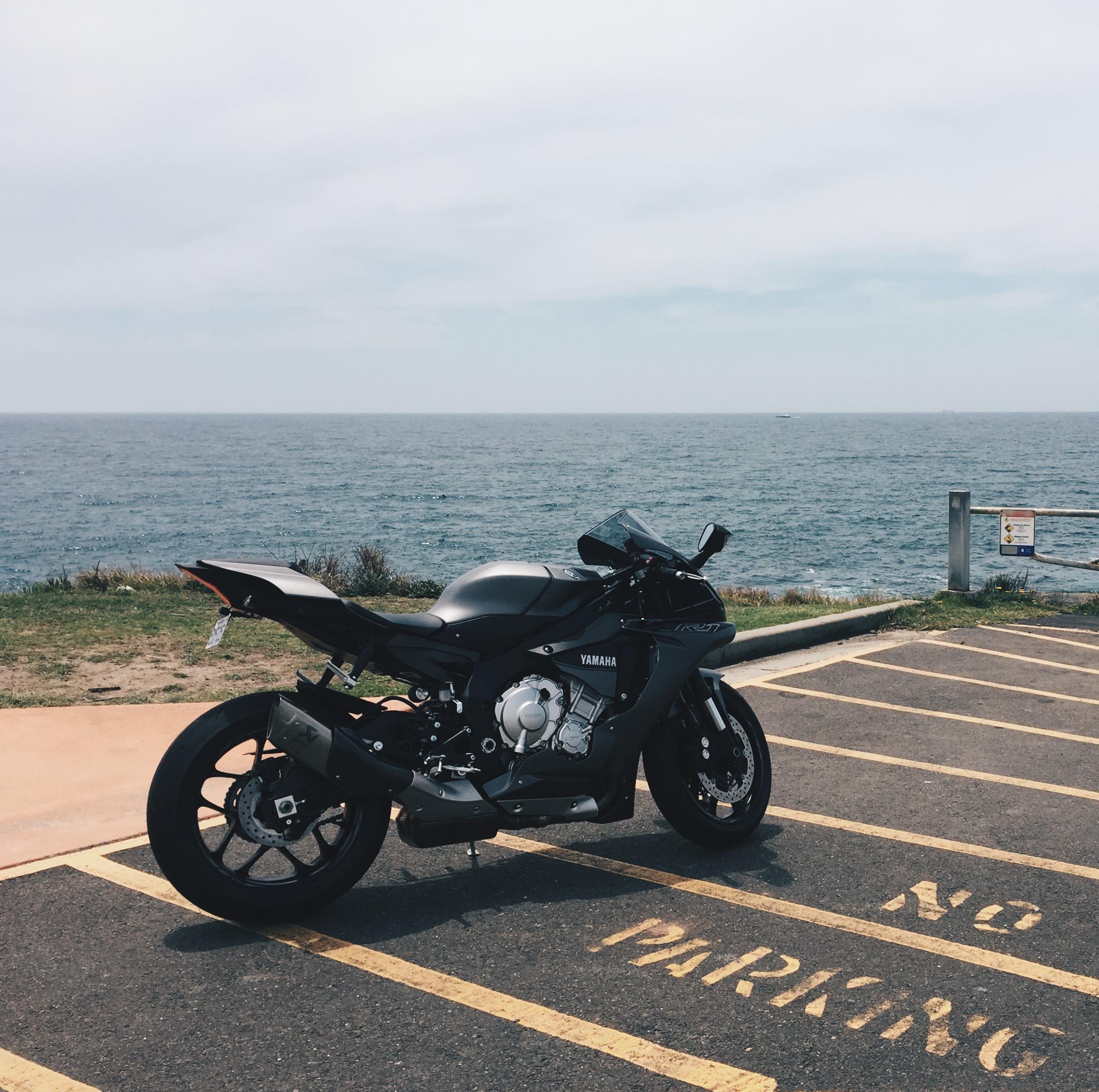 2016 Yamaha R1 2016 Yamaha R1 (grey/black)
